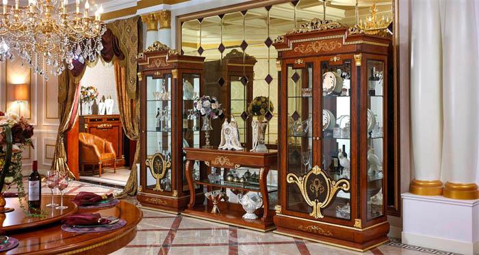 Декоративная витрина в стиле барокко