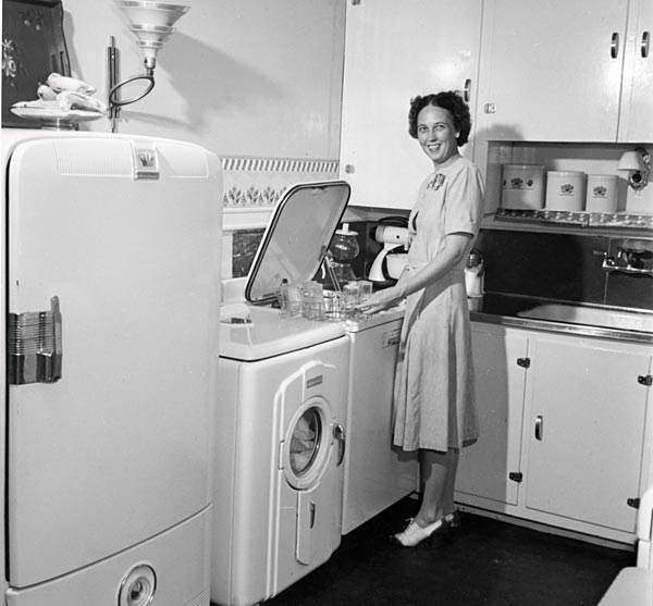 Компактная кухня 1969 год под влиянием космических технологий
