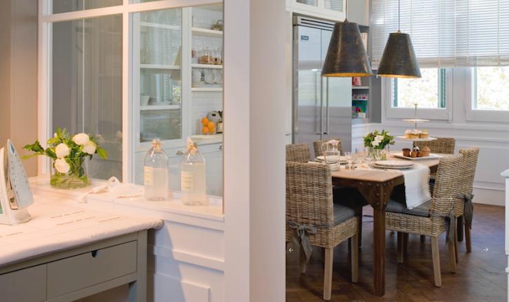 ДСП перегородка со стеклами в кухне - гостиной