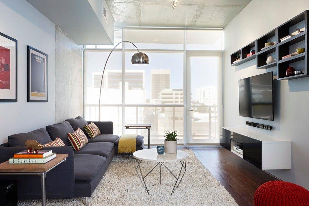 Интерьер маленькой гостиной в стиле хай-тек в светлых оттенках