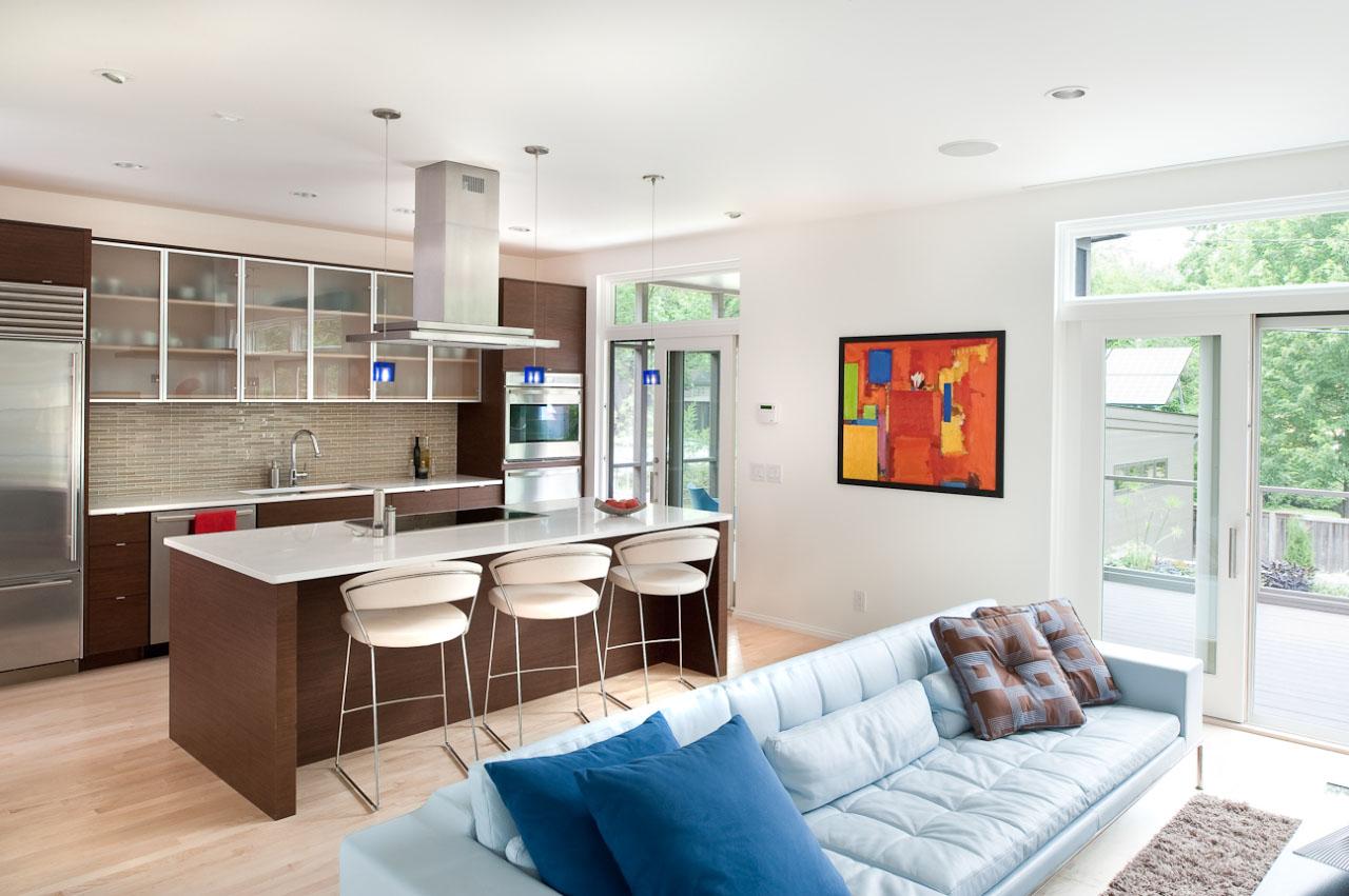 Экономия пространства при дизайне гостиной, совмещенной с кухней