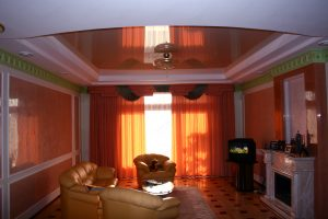 Living-room_orange_ceiling