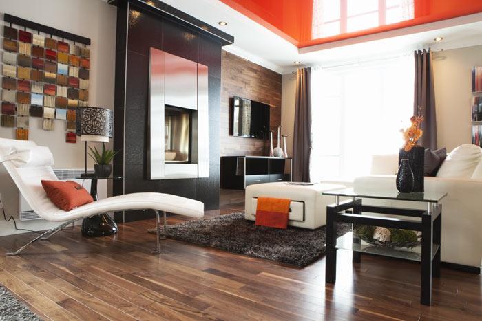 Оранжевый натяжной потолок для гостиной