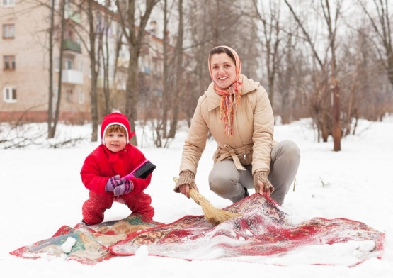 Чистка ковров на снегу
