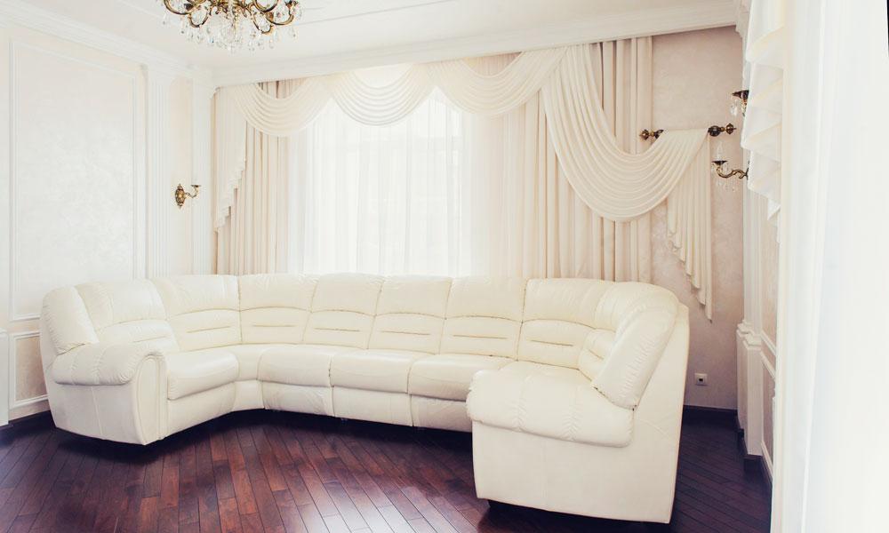 Ассимтерия штор в стиле модерн в гостиной