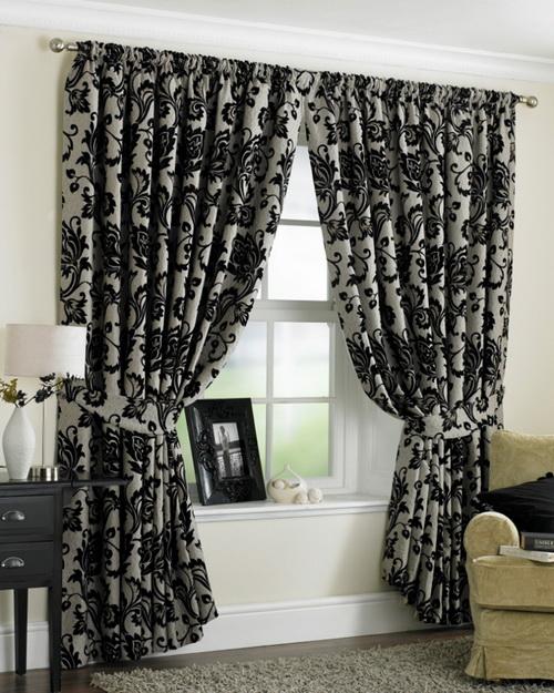 Классические шторы для гостиной с узором
