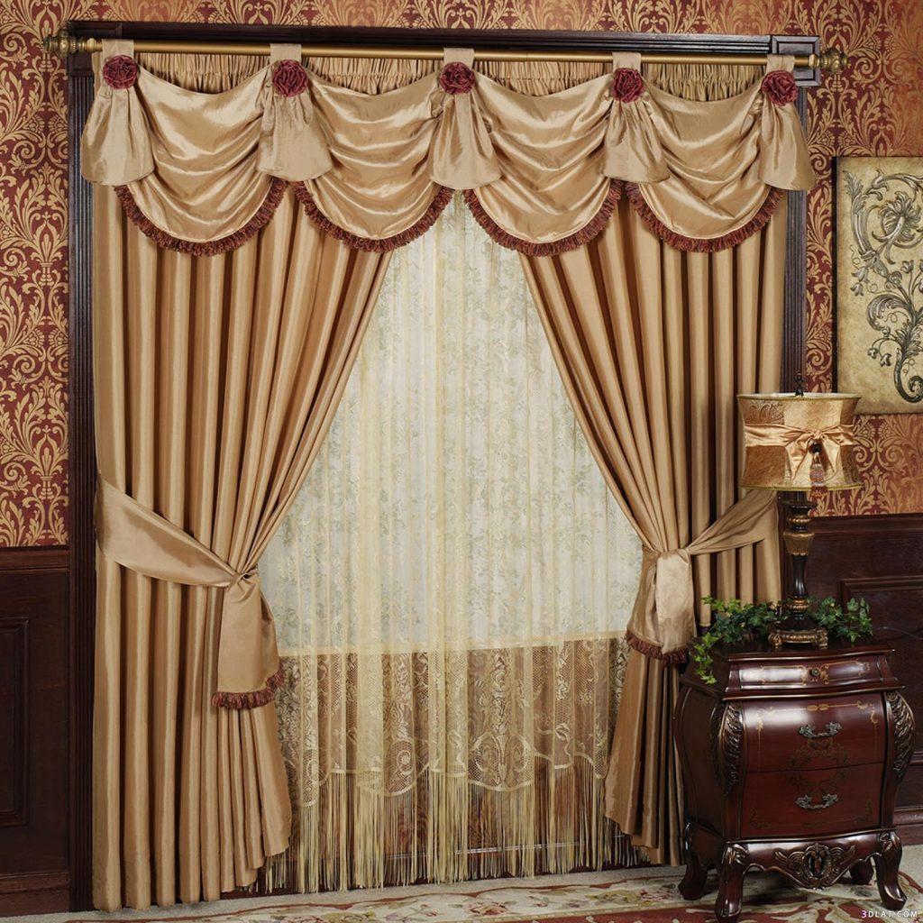 Сочетание золотого и коричневого для штор в интерьере гостиной