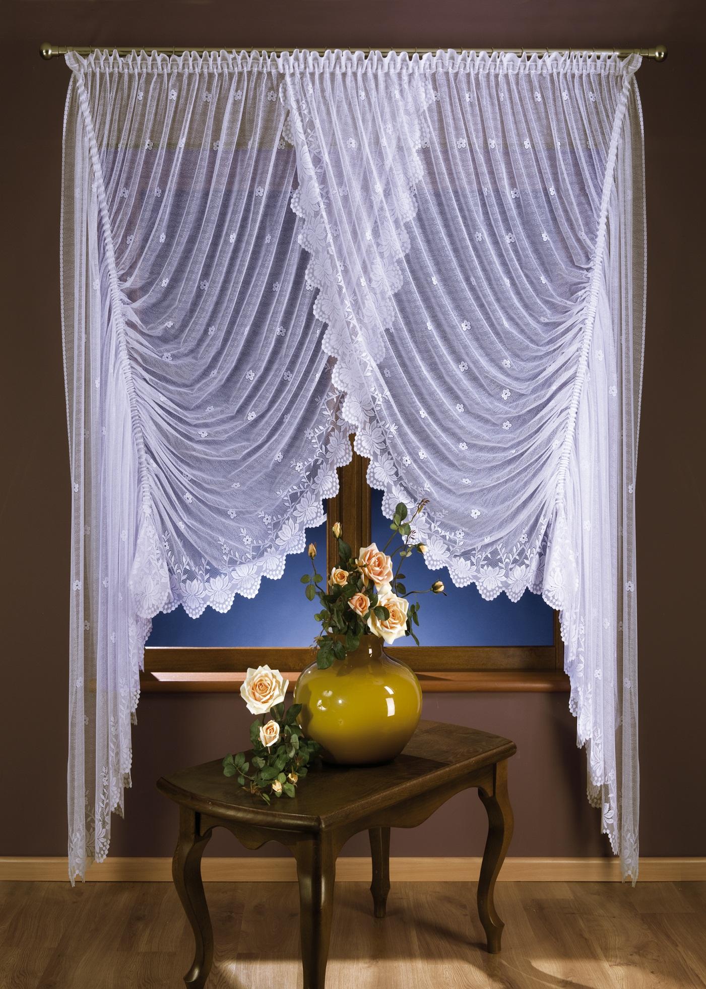 Скрещенные шторы для гостиной