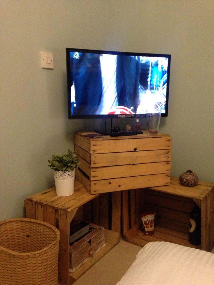 Угловая тумба для телевизора из ящиков