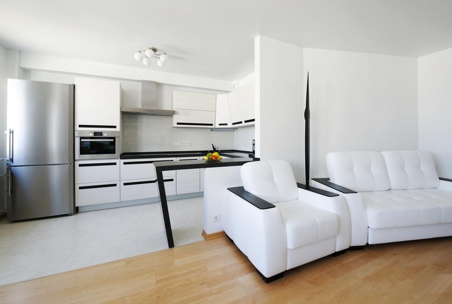 Зонирование кухни - гостиной при помощи комбинирования напольных покрытий