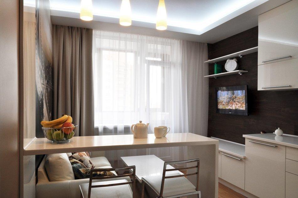 Телевизор на стене в кухне - гостиной