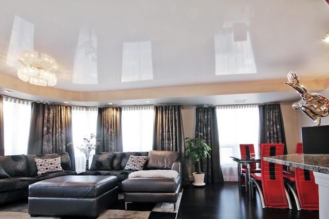Глянцевый белый натяжной потолок в гостиной