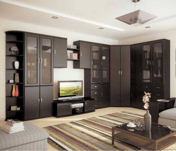Угловое расположение мебели в гостиной