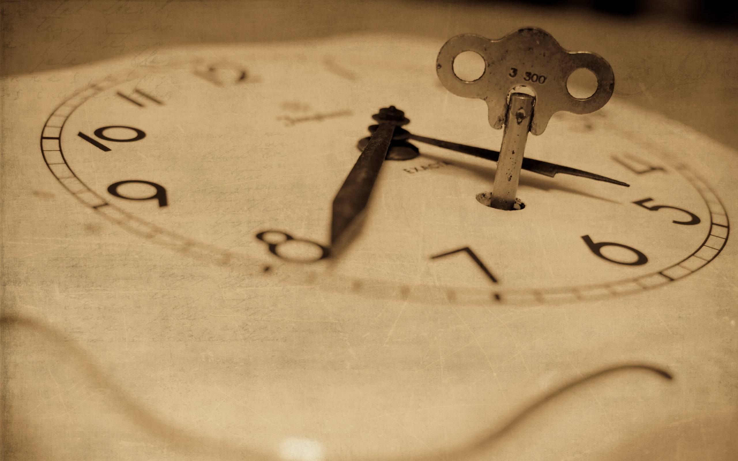 Механизм завода настенных механических часов