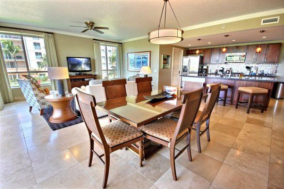 Зонирование кухни и гостиной при помощи света и потолка