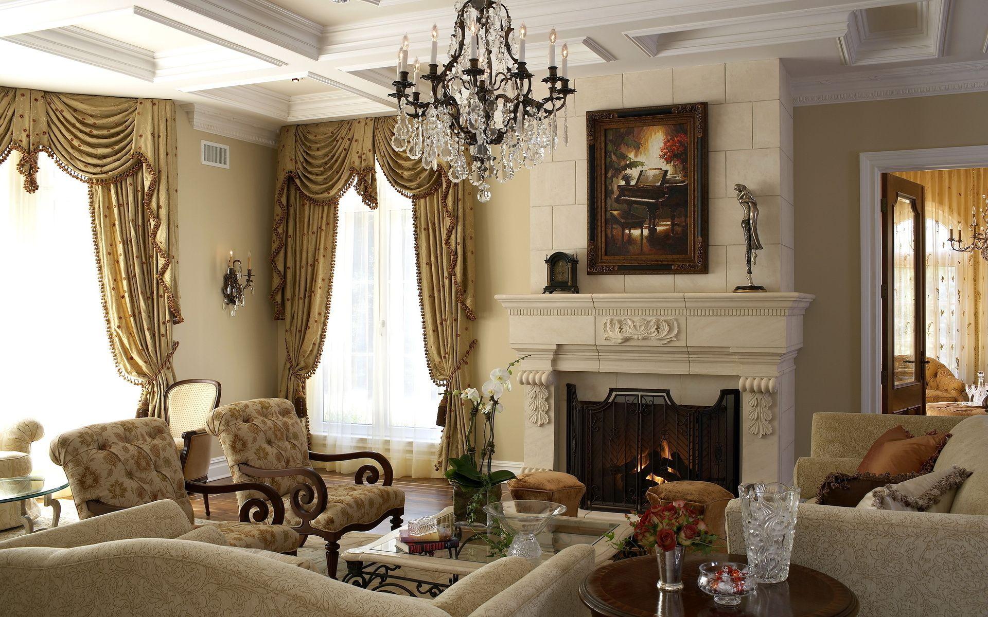 Желтые шторы из парчи с ламбрекеном бахромой и подхватами в гостиной