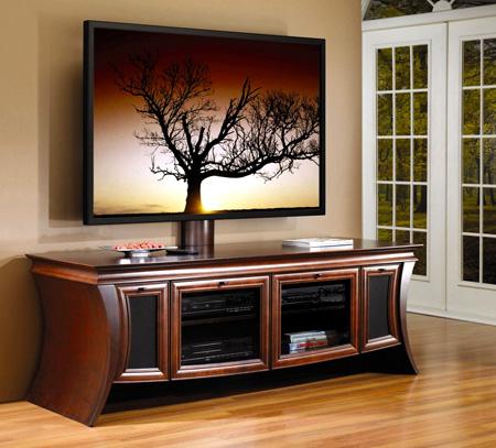Низкая тумба под телевизор в классическом стиле