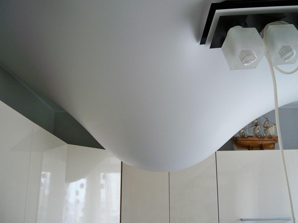Натяжной ПВХ потолок при затоплении сверху