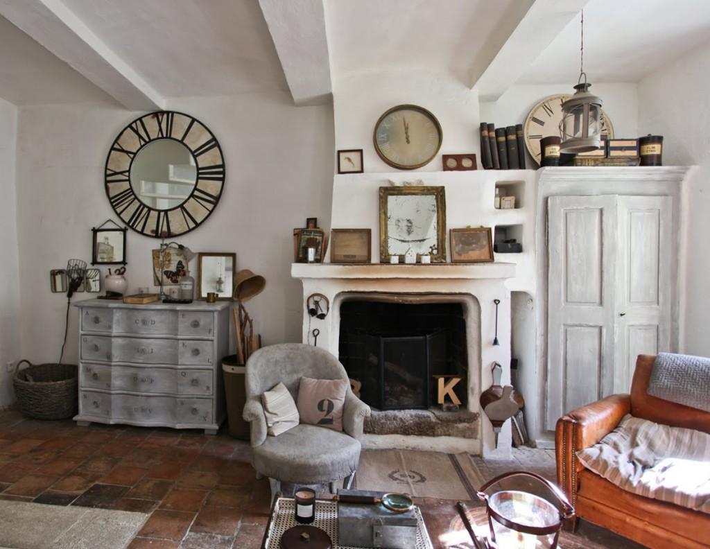 Интерьер гостиной в стиле прованс с камином