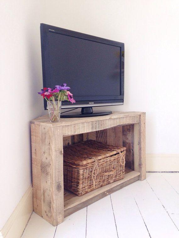 Угловая тумба для телевизора в стиле рустик