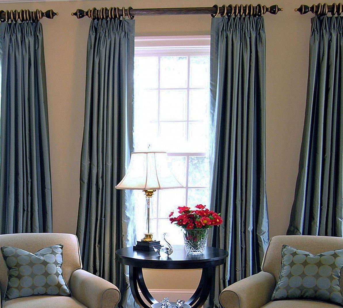 Шелковые шторы в гостиной