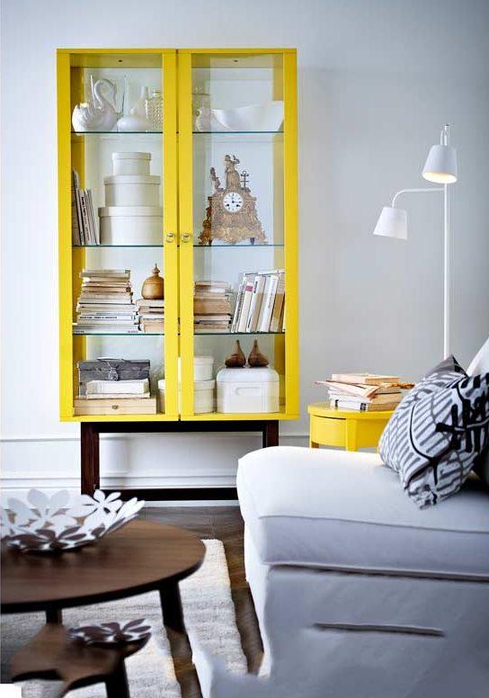 Желтый сервант фирмы Ikea
