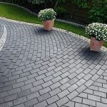 moshhenie trotuarnoj plitkoj naturalnym kamnem