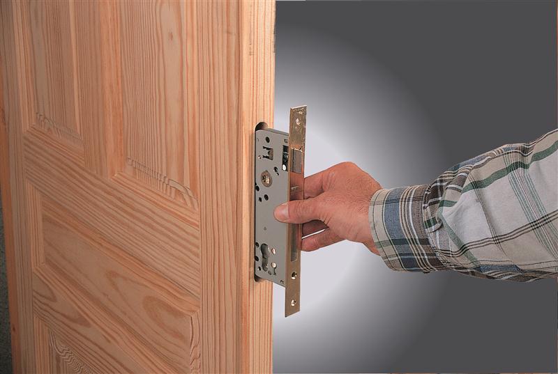 kak-ustanovit-zamok-v-dver