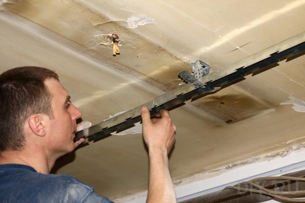 Как установить реечный потолок своими руками
