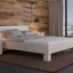 Удобная кровать в небольшой квартире