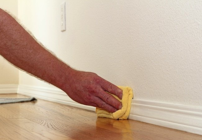 how-to-clean-baseboards-a-fast-and-easy-cleaning-guide-9